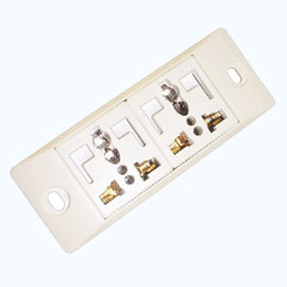 2 Universal + L-shaped safety receptacle set ( 2P+E )